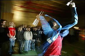 Llega a Francia el Mundial de lanzamiento de aviones de papel